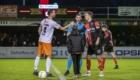 01-02-2020: Voetbal: De Treffers v VV Katwijk: Groesbeek     Aanvoerders Robbert Susan van VV Katwijk, Boy van de Beek van De Treffers, scheidsrechter M Nagtegaal